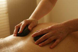 Die Sinne und die Selbstheilung anregende Massagen