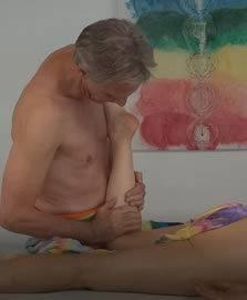 einfühlsame Lomi Lomi Massage